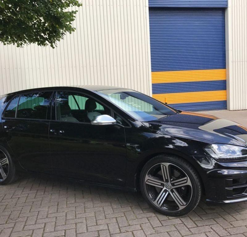 3 8 800x768 - Volkswagen Golf 2.0 R 5DR 300hp RDH Conduite a Droite