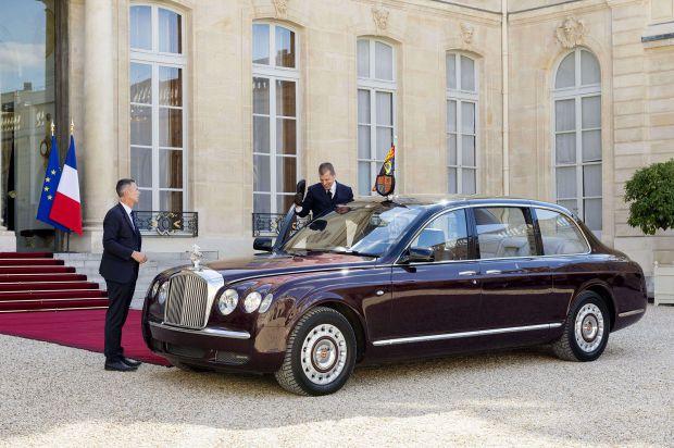 Bentley State Limousine inside full content pm v8 - La bentley de la reine d'angleterre voiture d'angleterre