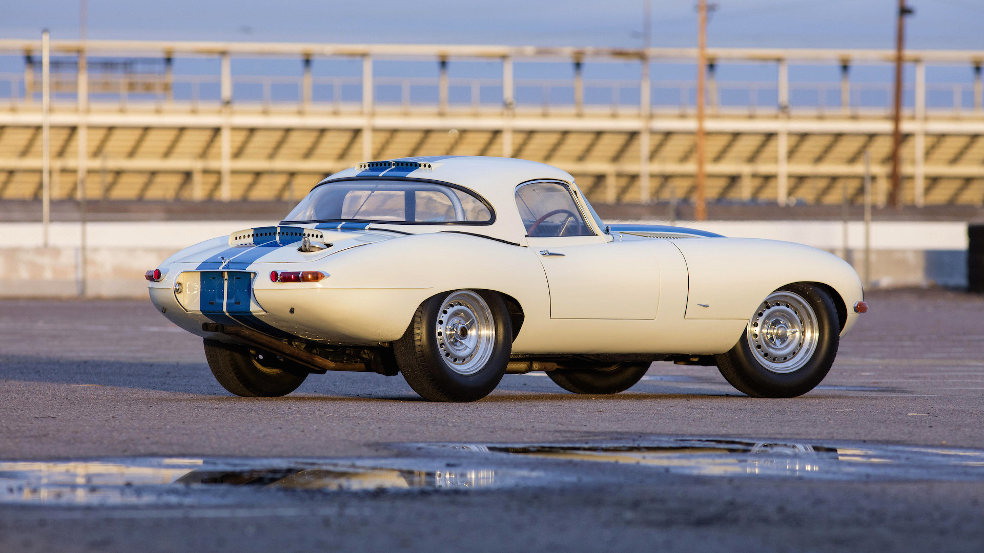 1963 jaguar e type lightweight auction 1 - Enchere voiture la plus chere pour la marque voiture anglaise Jaguar