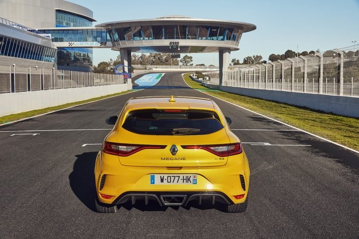 S1 prise en mains video renault megane rs 2018 chassis cup 542053 - Renault Mégane RS 2018 Pack Cup : la voiture sportive
