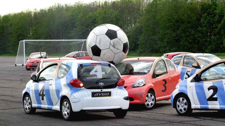 01 football cars 768x432 - footballeurs anglais achètent chez le mandataire automobile la voiture au royaume uni