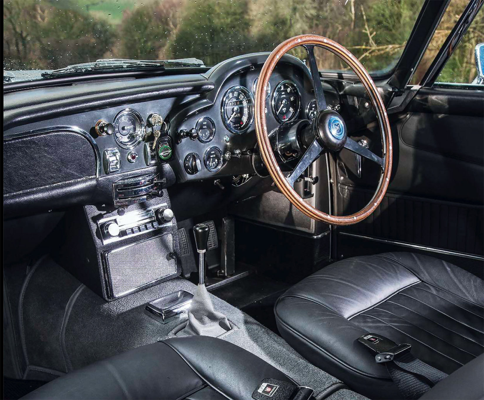 Voiture coupé anglais Aston Martin DB5 3 - Voiture coupé anglais Aston Martin DB5