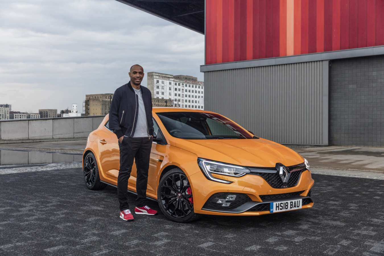 Thierry Henry devient ambassadeur anglais Renault en Angletterre UK1 - Thierry Henry devient ambassadeur anglais Renault en Angletterre UK